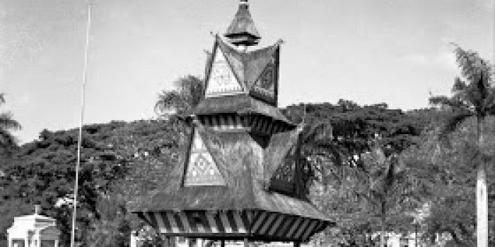 Jambur Lige di Lapangan Merdeka, Medan. (Karo Architecture - Medan, Sumatra 1948. This WWII era photo was taken by Capt. George S. White)