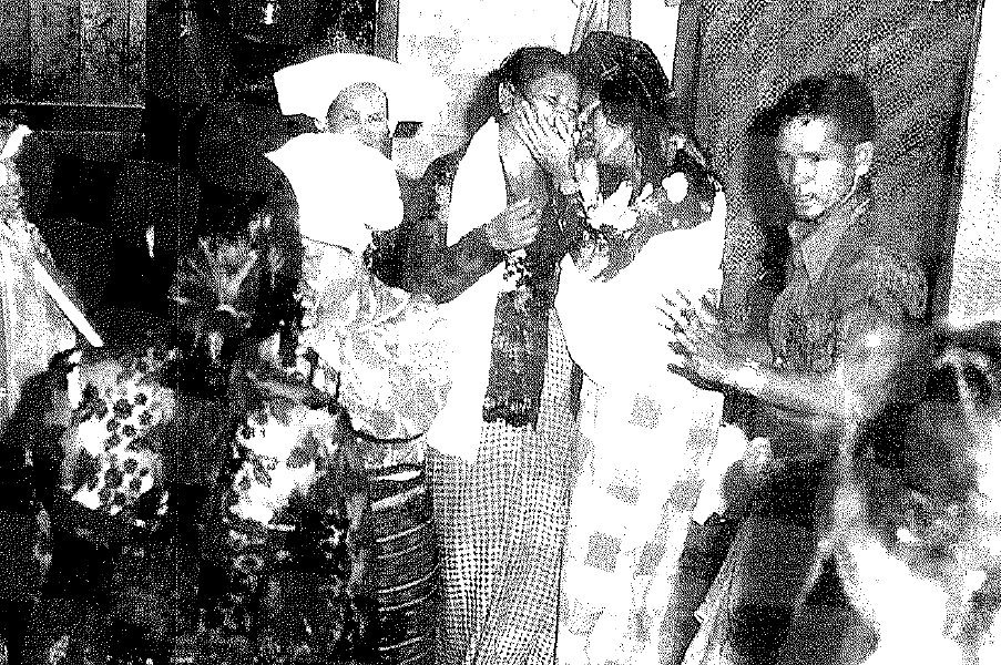 Menjelang tarian terakhir, Guru Sibaso Nande Mala dan turang dari Tengger Sembiring