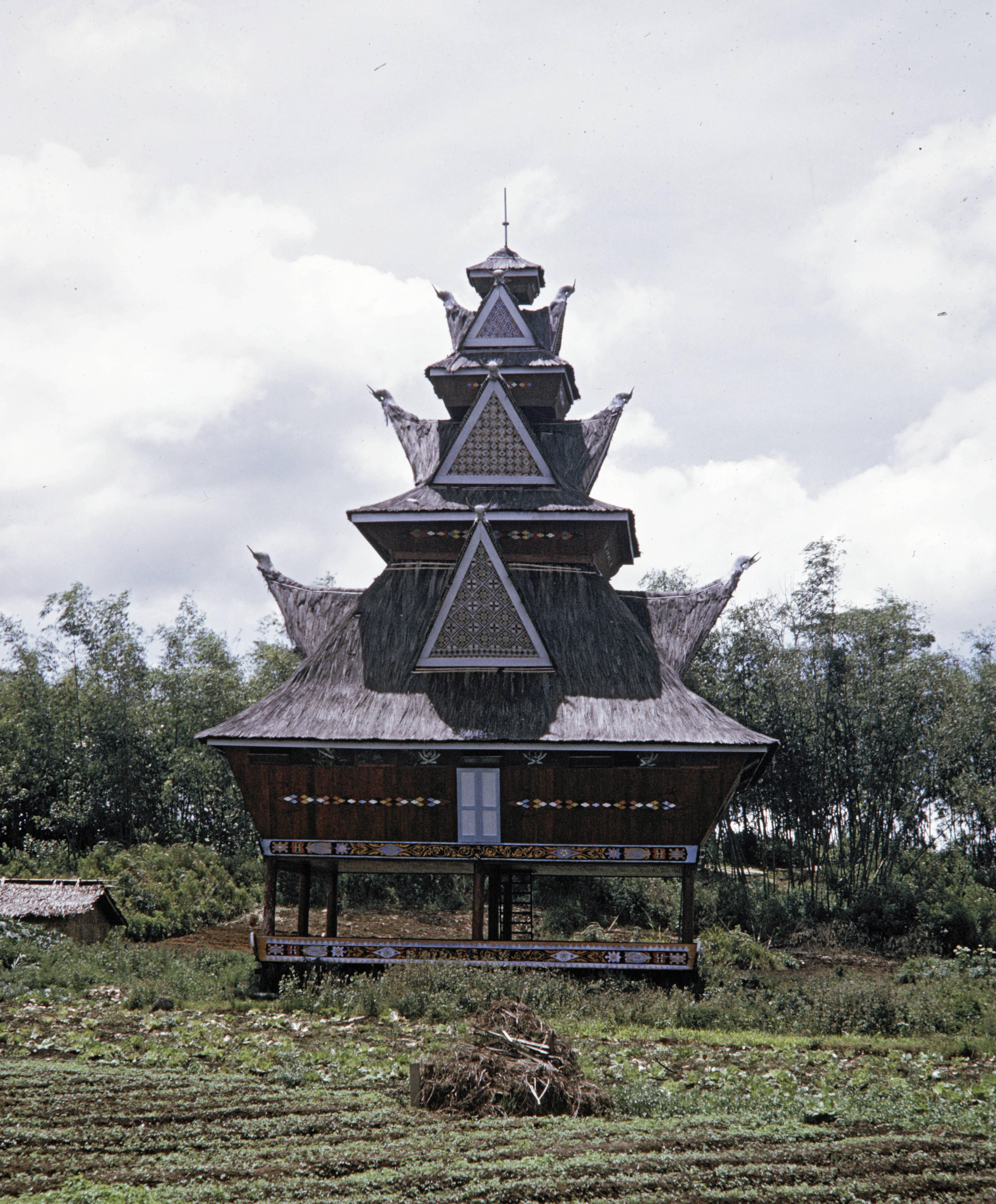 Bale di Desa Raya (Karo) tahun 1970an