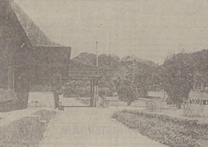 Pintu masuk ke gedung utama (1938)