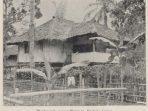 Rumah Guru Ponto di Boeloeh Awar. Dari buku Uit den aanvang der Karo Zending (1909)
