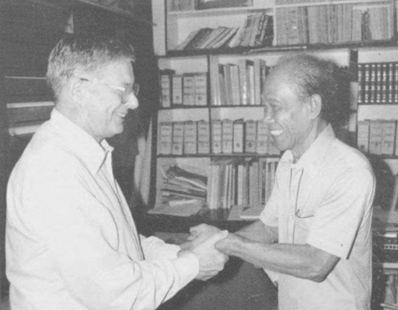 Rudy Kousbroek bersama dengan Pramoedya Ananta Toer (mungkin 1990). Dari buku Indische Letteren. Volume 20 (2005)