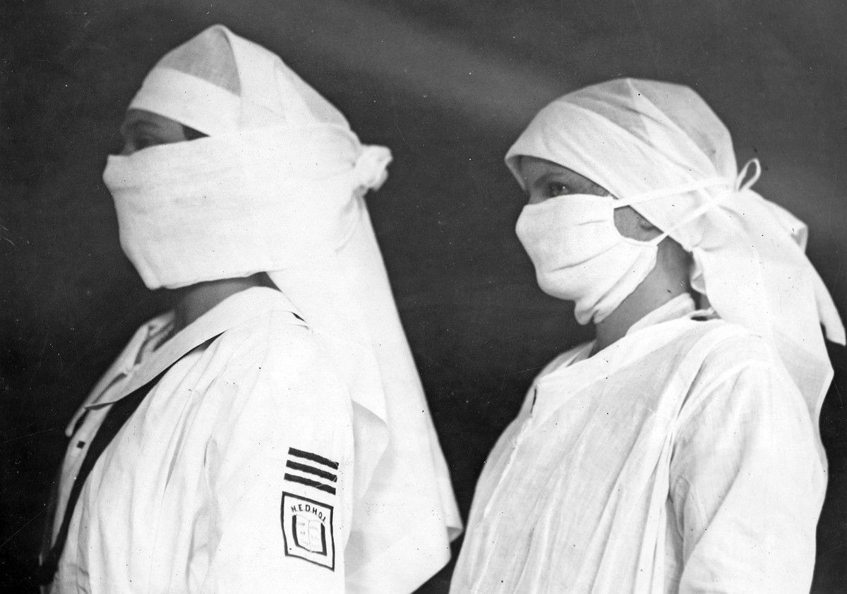 Nurses in Boston hospitals are equipped with masks to fight influenza in the spring of 1919. (Source National Archives AS).